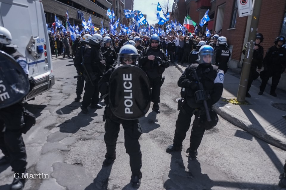 """Blue Wave"" hits a wall in Montreal : antifascists force a nationalist identitarian demonstration to hide (yet again) behind the police"