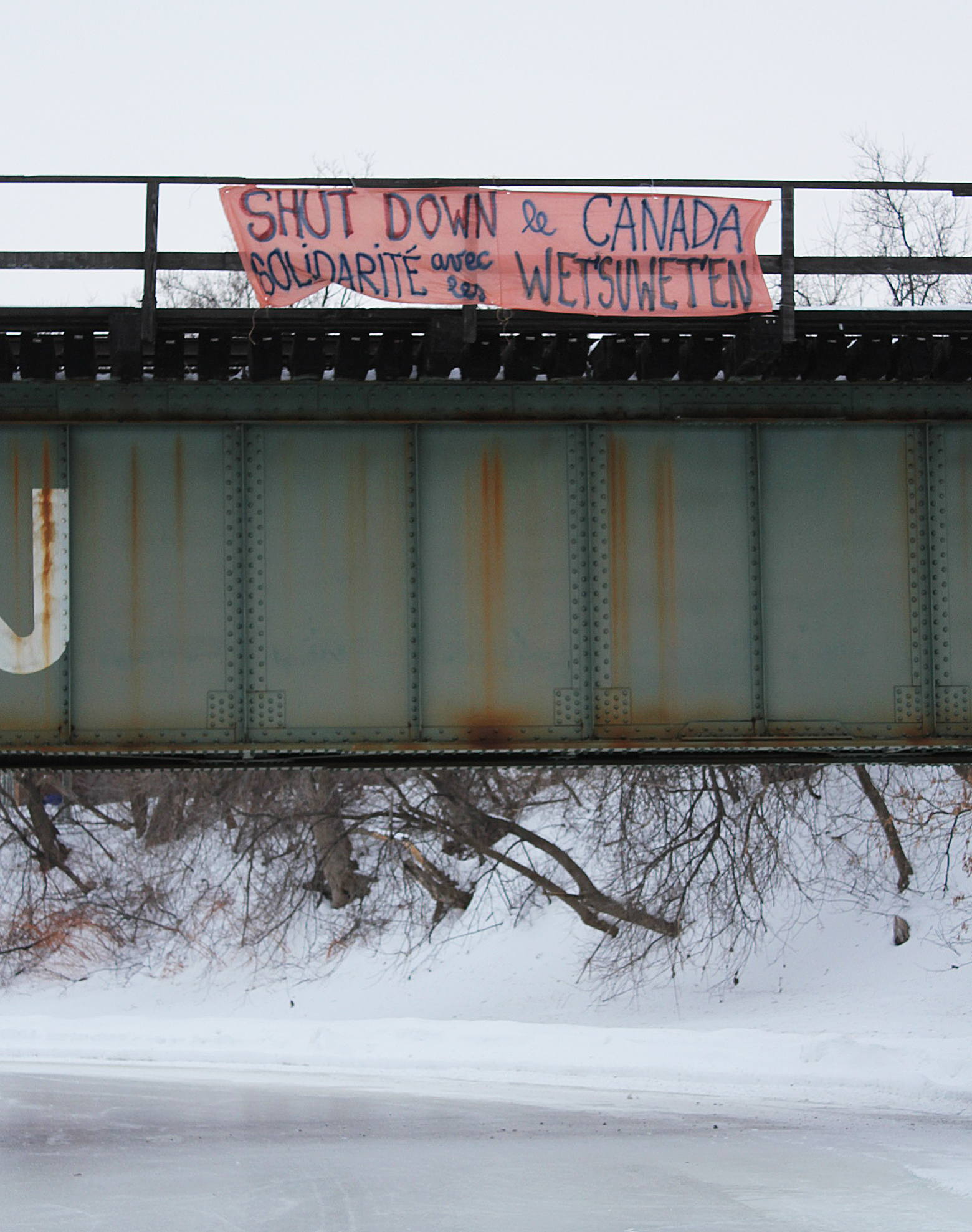 A Banner in Solidarity with the Wet'suwet'en People